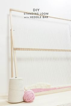 DIY WEAVING LOOM WITH HEDDLE BAR Weaving Loom Diy, Rug Loom, Weaving Art, Hand Weaving, Loom Weaving Projects, Knitting Projects, Bead Loom Patterns, Weaving Patterns, Knitting Patterns