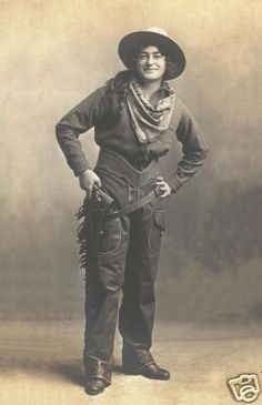 COWGIRL VINTAGE PHOTO