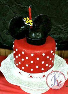 Vintage Minnie Mouse Cake: chocolate cake + mint chocolate chip buttercream filling. fondant frosted. fondant dots/lace border. gumpaste ears/hat/flower.