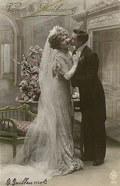 Take a look at the best vintage Bridal photos in the photos below and get ideas for your outfits! Vintage Wedding Photos, Vintage Bridal, Wedding Pictures, Vintage Weddings, French Wedding, Country Weddings, Lace Weddings, Wedding Dress Trends, Wedding Dresses