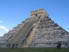 Ancient-Mayan-Pyramid-in-Mexico-Palenque