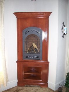 FPX 21 TRV Bed & Breakfast Installed in a nice cherry corner cabinet Corner Gas Fireplace, Fireplace Mantle, Fireplace Gallery, Bed In Corner, Hearth And Home, Bed And Breakfast, Kitchen Remodel, Gas Fireplaces, Clock