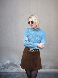 Suede vintage mini skirt from the 70s | leather, denim shirt | Photo: Pupulandia