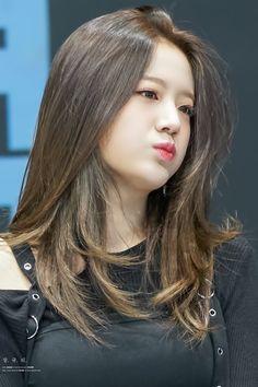 South Korean Girls, Korean Girl Groups, Medium Hair Styles, Long Hair Styles, Korean Actresses, Pop Group, Kpop Girls, Cool Girl, Asian Girl