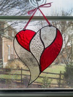 Stained Glass Heart Suncatcher - Red and Clear - Valentines Decor - Heart Ornament - Mother& Day Gift - Anniversary Gift - Wedding Gift stainedglassprojects Stained Glass Suncatchers, Faux Stained Glass, Stained Glass Designs, Stained Glass Projects, Stained Glass Patterns, Fused Glass, Clear Glass, Broken Glass Art, Sea Glass Art