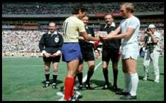 England 1 Romania 0 in 1970 in Guadalajara. The captains shake hands as England defend their crown in Group 3 1970 World Cup, Bobby Moore, Final S, England Football, Shake Hands, Vintage Football, Team Player, Coming Home, Basketball Court