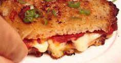 Véritable institution de la gastronomie américaine, le grilled cheese a de beaux jours devant lui. Ce pain garni de fromage au goût unique, cousin du cordon-bleu, va régaler vos papilles. ...