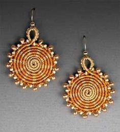 Micro-macramé earrings by Joan Babcock, from Joan Babcock Designs on FB. Diy Gemstone Earrings, Macrame Earrings, Macrame Jewelry, Macrame Bracelets, Clay Jewelry, Jewelry Art, Fashion Jewelry, Micro Macramé, Body Jewelry Shop