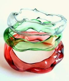 Upcycled Plastic Bottles: Unique & Beautiful Art. bangle bracelets from bottles.  Many ideas at this site.
