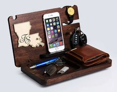Iphone wooden Docking Station with Louisiana map sign LA, maps for any states are available, christmas gift for men, mens organizer Personalised Gifts For Husband, Personalized Gifts, Handmade Gifts, Iphone 7, Louisiana Map, Iphone Docking Station, Iphone Holder, Gifts For Boss, Christmas Gifts For Men