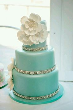wedding cakes with gorgeous details blue wedding cakes tiffany blue weddings and wedding cake Wedding Cakes With Flowers, Cool Wedding Cakes, Wedding Cake Designs, Pretty Cakes, Beautiful Cakes, Bolo Laura, Tiffany Cakes, Anniversaire Harry Potter, Fondant Wedding Cakes