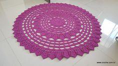 Tapete Zínia – Passo a passo Floor Mats, Plastic Canvas, Zine, Coasters, Cross Stitch, Carpet, Crochet Hats, Flooring, Knitting