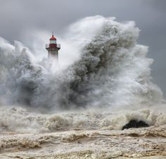 huge storm waves at felgueiras lighthouse, portugal by veselin malinov, jan 2013 Cool Pictures, Cool Photos, Beautiful Pictures, Amazing Photos, Funny Photos, Marblehead Lighthouse, Marblehead Ohio, Stormy Sea, Ocean Waves