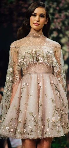 """Paolo Sebastian Spring/Summer 2018 """"Once Upon a Dream""""Collection - atemberaubende kleider Trendy Dresses, Nice Dresses, Short Dresses, Prom Dresses, Formal Dresses, Style Couture, Couture Fashion, Runway Fashion, Fashion Outfits"""