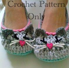 Artículos similares a Women's Kitty Cat Slippers Crochet Pattern #201 PDF Instant Download Women's sizes 6-10 en Etsy