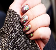 http://www.fashionfill.com/awesome-christmas-nail-art-design-ideas-2012/