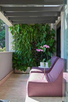 Promover o bem-estar e a qualidade de vida por meio de um projeto que permite uma conexão com a natureza em plena São Paulo foi o ponto de partida do escritório Jardim& Sperb Arquitetura e Interiores para a execução de um apartamento no bairro