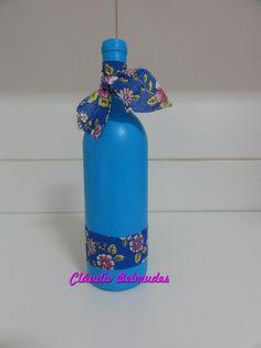 """Garrafa decorada com pintura e tecido """"chita"""""""