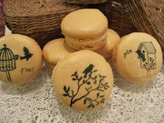 Puckycakes: Macarons Pintados with little C+I birds! www.chloeandisabel.com/boutique/lisab