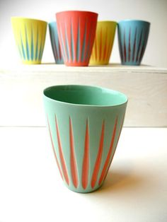 New color sheme in the contrast cups by Suus Notenboom - Ash green and tangerine tango.....jummie!!