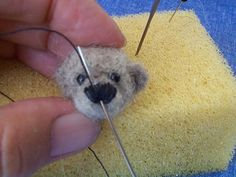 Pictorial on needle felting a miniature teddy bear. Instructions will need translation but the pictures are easy to follow. #needlefeltingtutorials