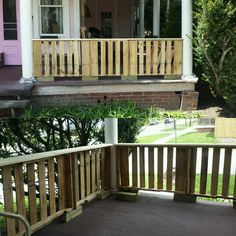 Pallet porch railing 35$. Watching the contractor that quoted us $300+ drive by?…