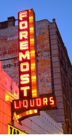 A sign you're in Chicago? Foremost Liquors (Chicago Pin of the Day, Old Neon Signs, Vintage Neon Signs, Old Signs, Neon Nights, Guys And Dolls, Sign Lighting, Neon Glow, My Kind Of Town, Advertising Signs