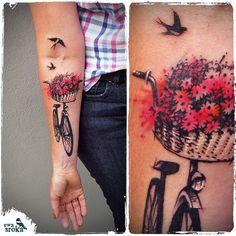 💐 🚲 💕 #biketattoo #bicycletattoo #cyclisttattoo #watercolortattoo #watercolor #tattoo #girlytattoo #flowerstattoo #swallowtattoo #ewasroka #lodz #poland #graphictattoo