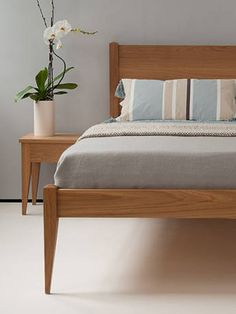 classic oak bed from Natural Bed Company - The Cochin Bed http://www.naturalbedcompany.co.uk/shop/classic-beds/cochin-bed/