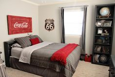 Love the red / gray combo on the bed.  Would like to do with gray/ maroon