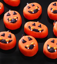 Create little treats for the littlest of ghouls who visit your home on Halloween! Find fun fall recipes for desserts at JOANN's! Halloween Items, Halloween Treats, Halloween Foods, Halloween 2016, Halloween Party, Mini Cakes, Cupcake Cakes, Pumpkin Recipes, Fall Recipes
