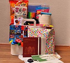 Feestpakket reis om de wereldfeest met paspoorten en alle benodigdheden voor de geplande spellen. Kijk voor de leukste kinderfeestjes bij je thuis op www.vanKaat.nl