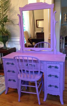 Purple painted vanity, lavender furniture ... I WANT !!!