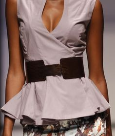 Slim down your silhouette without diet or exercise. Try this selection of fashion to define your waist and create the perfect illusion. Muffin Top, Hold Ups, How To Slim Down, Diet Tips, The Ordinary, The Selection, Personal Style, Fashion Beauty, People