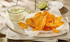 Zahlreiche Kartoffel-Rezepte von Dr. Oetker warten nur darauf, von Ihnen entdeckt zu werden. So zum Beispiel das Rezept Kartoffelspalten mit Mayo-Gemüse-Dip. Snacks, Ketchup, Glass Of Milk, Camembert Cheese, Panna Cotta, Dinner, Fruit, Ethnic Recipes, Cracker