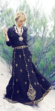 (Rapsodia Invierno 14'. Very Boho Chic) Black skirt with gold details + black cropped top and gold jewelry..... #perf
