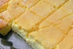 Готовится легко, просто и быстро! Основные ингредиенты: Мука – 1.5 стакана Сметана – 1.5 стакана Яйца – 3 штуки Растительное масло – 3 столовых ложки Погашенная уксусом сода...