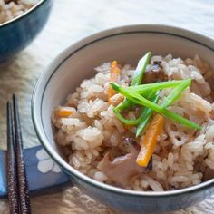 Gomoku Gohan (Japanese Mixed Rice) is rice cooked in seasoned dashi stock with 5 vegetables. You can almost eat the rice by itself without any other dishes! Rice Recipes, Asian Recipes, Ethnic Recipes, Asian Foods, Vegetable Rice, Vegetable Recipes, Smoked Salmon Appetizer, Cooking Pork Roast, Recipe Tin