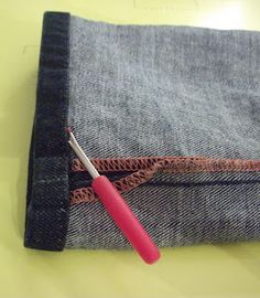 Come recuperare un jeans allungando l'orlo - how to retrieve a pair of jeans by lengthening the hem