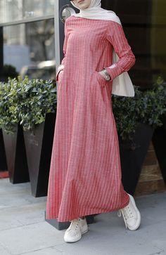 Bileği Nakışlı Rahat Kalıp Keten Elbise - Kırmızı Abaya Fashion, Muslim Fashion, Skirt Fashion, Fashion Outfits, Evening Gowns With Sleeves, Stylish Hijab, Mode Abaya, Hijab Style, Moroccan Dress