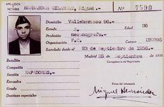 Carnet del P. Comunista de Miguel Hernández, enrolado en el 5º Regimiento Military Men, Character Portraits, It Hurts, Spanish, Writer, War, Chile, Ideas, Truths