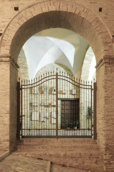 Gli esterni @Castello Bevilacqua Chiola Loreto Aprutino, Pescara, Italia. www.castellochiola.com