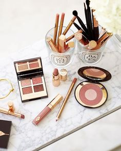 Charlotte Tilbury Pillow Talk Luxury Palette of Pops Lip Lustre – The Beauty Look Book - pillow New Eyeshadow Palettes, Shimmer Eyeshadow, Cream Eyeshadow, Beauty Products You Need, Best Makeup Products, Lipstick Colors, Lip Colors, Charlotte Tilbury Lipstick, Beauty Lookbook