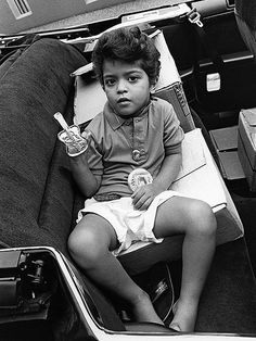 "VIVA LA BRUNO ""MARS""---Peter ""Bruno"" Hernandez, here in 1990, was a pint-size Elvis impersonator with a regular gig in a local Waikiki, Hawaii, show."