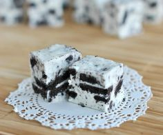 Cookies and Cream Fudge from @Shugary Sweets