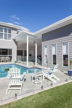 Hamptons Homes - Specialist Brisbane Builder evermore Die Hamptons, Hamptons Style Homes, Hamptons Beach Houses, Brisbane, Exterior House Colors, Exterior Design, Style At Home, Porches, Weatherboard House