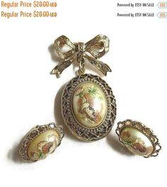 Vintage Cameo Locket Brooch & Earrings Set Bow by MyVintageJewels