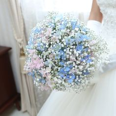 misayo**さんはInstagramを利用しています:「ウェディングドレスの時のブーケ(*´-`)💕 大好きなかすみ草にピンクと水色の花を入れてもらいました! 柔らかくて優しいとっても私好みのブーケでした☺️💕 . #ちーむ0610 #ウェディングブーケ #かすみ草ブーケ #全国のプレ花嫁さんと繋がりたい…」 Gypsophila Elegans, Hanukkah, Wedding Flowers, Crown, Wreaths, Bouquets, Wedding Ideas, Instagram, Valentines Day Weddings
