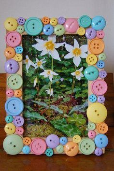 Art Pour Les Enfants, Fun Crafts, Button Crafts For Kids, Frame Crafts, Crafts To Make, Art For Kids, Button Button, Button Frames, Foto Frame