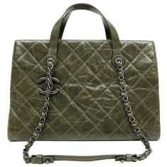 Preowned Chanel Olive Green Caviar Leather Crave Tote Bag (302.225 RUB) ❤ liked on Polyvore featuring bags, handbags, tote bags, green, leather tote bags, green leather tote, handbags totes, leather purses and leather zip tote
